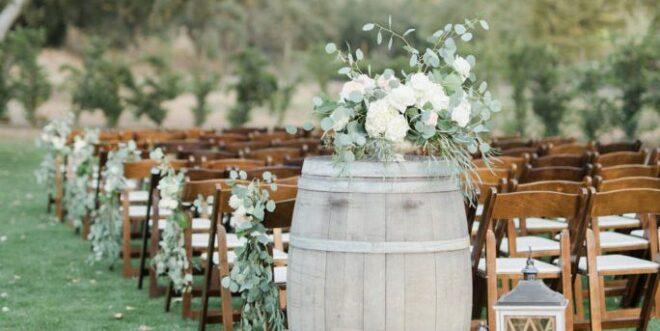 barrel-spring-outdoor-wedding-decor-1554933766