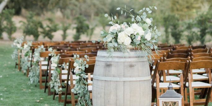 The 7 Amazing Outdoor Wedding Party Flowers Ideas