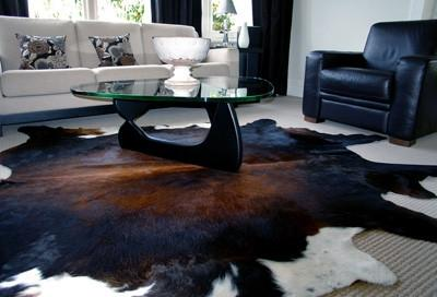 WHY WE SHOULD CONSIDER COWHIDE RUGS?